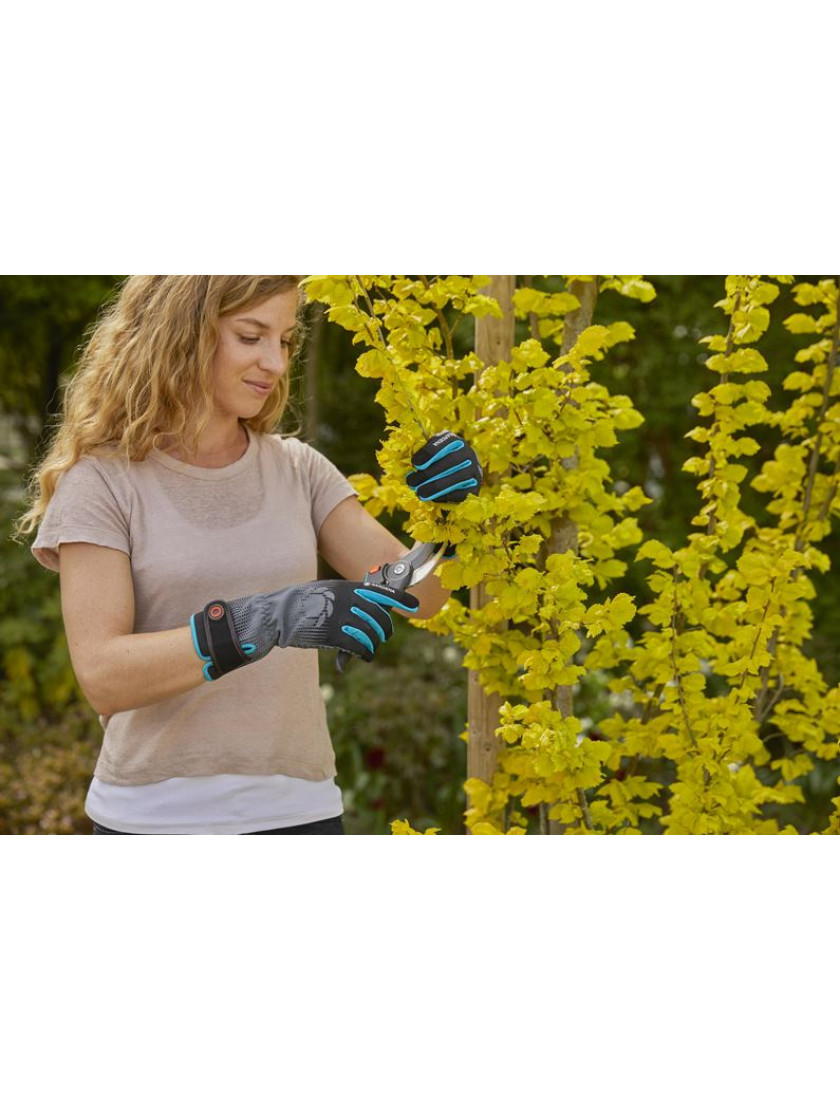 Перчатки для ухода за кустарниками Gardena размер M